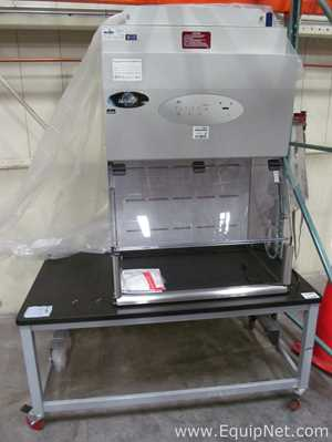 Nuaire NU S813-300 Hood with Metro Rolling Table