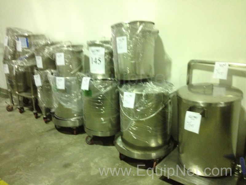 Lote de aproximadamente 12 tanques/ollas - Lot of Approximately 12 Tanks/Pots