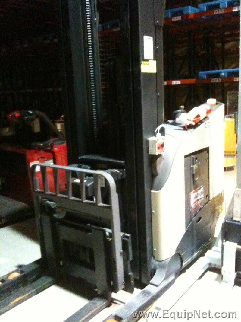 Crown stand-up - Reach-in Electric forklift, Model RR5200