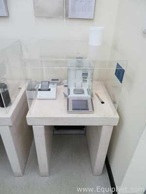 Mettler Toledo XP205 Delta Range Analytical Balance with RS-P42 Printer and Weighing Table