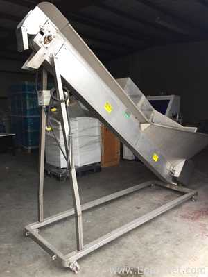 Product Saver Elevator With Flighted Belt and Hopper