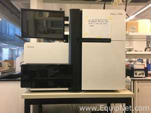 Illumina HiSeq 2500 DNA Sequencing System with cBot Clonal Cluster Generator