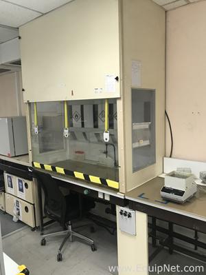 Laboratory Fume and Flow Hood