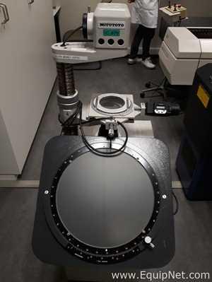 Mitutoyo Corporation PV-350 Profile Projector
