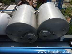 Lot of 2 Stainless Steel Storage 1000 L Vertical Tanks