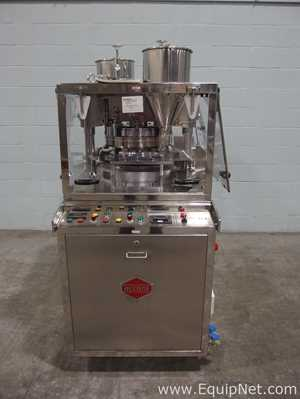Fluidpack Accura B4 Double Rotary Tablet Press