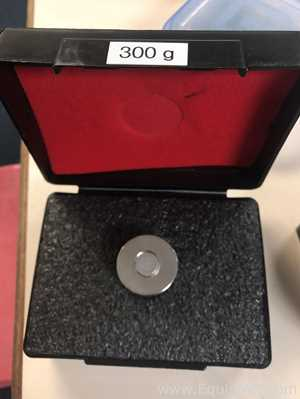 LOT OF 3  ANALYTICAL WEIGHTS OF DIFFERENT SIZES.